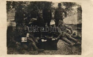WWI Austro-Hungarian military, soldiers, card game, photo (b)