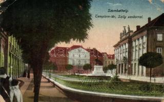 Szombathely, Templom tér, Szily szobor (kis szakadás / small tear)