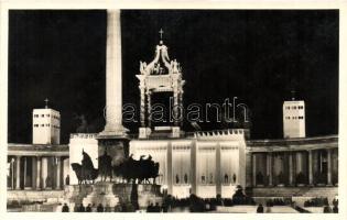 Budapest XIV. Hősök tere, a XXXIV. Nemzetközi Eucharisztikus Kongresszus Főoltára