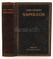 Emil Ludwig: Napoleon. Bp., é.n., Dick Manó k., 606 p. Kiadói aranyozott vászonkötésben. A hátsó tábla kötése laza.