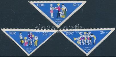 1964 Úttörő találkozó sor Mi 1045-1047