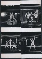 1973 Budapest, a Moulin Rouge színpadán, 13 db korabeli negatívról készült modern nagyítás, 10x15 cm-es fotópapírra