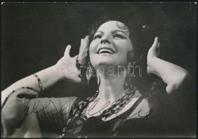 Alexandrina Milcheva(1936-) bolgár mezzoszoprán énekesnő aláírása az őt ábrázoló fotón / autograph signature