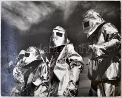 cca 1980 Gyenes Kálmán: Algyői olajmezőn, feliratozott vintage fotóművészeti alkotás, kartonra kasírozva, 29x40 cm