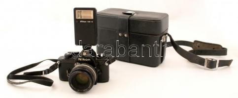 Nikon EM fényképezőgép Nikkor 50 mm 1:1,8-as objektívvel, Nikon SB-E vakuval, műbőr táskában,