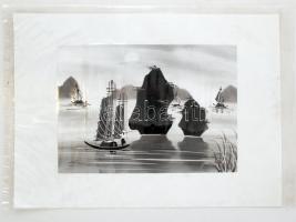 Olvashatatlan jelzéssel: Hajó sziklák közt, távol-keleti életkép, vegyes technika, vászon, 22×30,5 cm