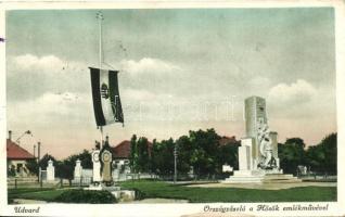 Udvard, Dvory nad Zitavou; Országzászló a Hősök emlékművével / National flag with the WWI Heroes memorial (fl)