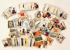 Vegyes német cigarettakártya-gyűjtemény, érdekes témákban, számos katonai, tengerészeti, militária képpel, látképekkel, stb. Több száz darab.