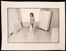 cca 1980 Kontraszt, tanulmány fehérben, feliratozott vintage fotóművészeti alkotás, 21x32 cm-es kép 30x40 cm-es fotópapíron