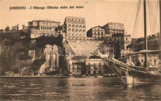 Sorrento, LAlbergo Vittoria visto dal mare / Hotel Vittoria seen from the sea, sailing ship (EK)