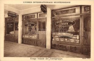 Lyon, Internationale Mustermesse, Einige Stande der Textilgruppe / International Sample Fair, Textile pavilion, interior