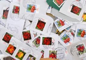 NSZK ~10 kg modern áztatni való bélyeg, főleg Virágok bélyegek.