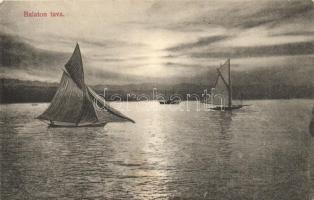 Balaton, vitorlások a naplementében