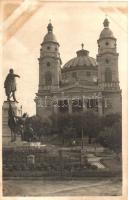 Cegléd, Református templom a Kossuth szoborral