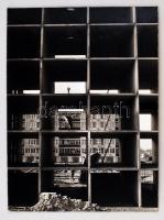 cca 1975 Nagyvárosi kolumbárium, jelzés nélküli vintage fotóművészeti alkotás, kasírozva, 39x30 cm