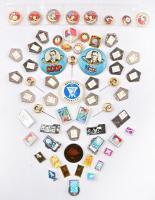 61db-os, főleg a szovjet űrprogrammal kapcsolatos jelvény tétel, benne több zománcozott, néhányról a tű letört T:1,1-,2 61pcs of badges, mainly the badges of Soviet space program, between them more enamelled pcs, some without needle C:UNC,AU,XF