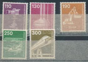 1982 Ipar és technológia sor Mi 668-672 (Mi EUR 18,-)