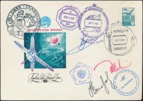 Alekszandr Volkov (1948- ), Szergej Krikalev (1958- ) szovjet és Jean-Loup Chrétien (1938- ) francia űrhajósok aláírásai emlékborítékon Signatures of Aleksandr Volkov (1948- ), Sergei Krikalev (1958- ) Soviet and Jean-Loup Chrétien (1938- ) French astronauts on envelope