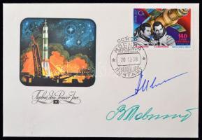 Vlagyimir Kovaljonok (1942- ) és Alekszandr Ivancsenkov (1940- ) orosz űrhajósok aláírásai emlékborítékon /  Signatures of Vladimir Kovalyonok (1942- ) and Aleksandr Ivanchenkov (1940- ) Russian astronauts on envelope