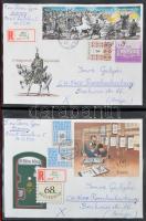 Közel 500 db sorozatokkal, képes bélyegekkel, blokkokkal bérmentesített levél külföldre, főleg Svájcba a 80-as 2000-es évekből, közte rengeteg ajánlott, továbbá FDC-k, kevés magyar és külföldi bélyeg 7 db levélberakóban, hullámkarton ládában. Érdekes színes anyag!!
