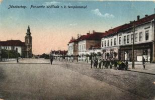 Jászberény, Pannónia szálloda, Római katolikus templom, automobile (fa)