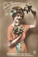 3 db RÉGI hölgyeket ábrázoló képeslap / 3 old motive cards, ladies