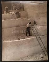 1938 Osoha László: Kőbánya, pecséttel jelzett vintage fotóművészeti alkotás, sarkán törésvonal, 38x29 cm