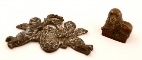 Oroszlánt formázó kisméretű, régi bronz levélnehezék, jelzés nélkül, m: 3,5 cm + antik puttós bútordísz, fém, kis repedéssel, 6×10 cm