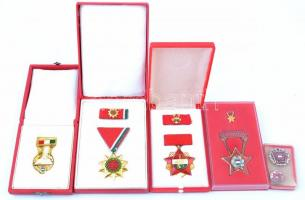 5db-os vegyes magyar szocialista kitüntetés és jelvény tétel, közte A Tanács Kiváló Dolgozója, Felszabadulási Jubileumi Emlékérem mindegyik tokban T:1-,2