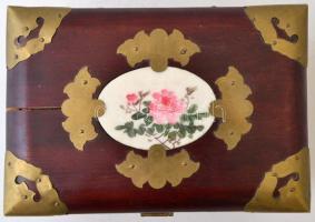 Fa ékszeres doboz, réz veretekkel festett alabástrom berakással, hiányos, 19×14 cm, m:9,5 cm