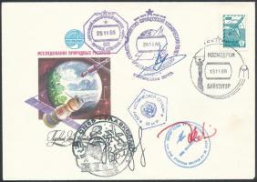 Alekszandr Volkov (1948- ) és Szergej Krikaljov (1958- ) szovjet és Jean-Loup Chrétien (1938- ) francia űrhajósok aláírásai emlékborítékon /  Signatures of Aleksandr Volkov (1948- ) and Sergey Krikalyov (1958- ) Soviet and Jean-Loup Chrétien French astronauts on envelope