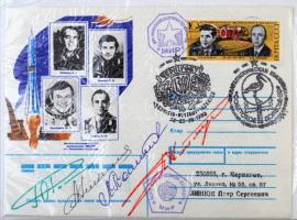 Jurij Viktorovics Romanyenko (1944- ), Adrijan Nyikolajev (1929-2004), Pjotr Iljics Klimuk (1942- ) és Leonyid Popov (1945- ) szovjet űrhajósok aláírásai emlékborítékon /  Signatures of Yuriy Viktorovich Romanenko (1944- ), Adriyan Nikolayev (1929-2004), Pyotr Ilyich Klimuk (1942- ) and Leonid Popov (1945- ) Soviet astronauts on envelope