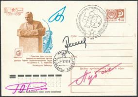 Alekszej Gubarev (1931-2015), Jurij Romanyenko (1944- ), Georgij Grecsko (1931- ) orosz és Vladimír Remek (1948- ) cseh űrhajósok aláírásai emlékborítékon /  Signatures of Aleksey Gubarev (1931-2015), Yuriy Romanenko (1944- ), Georgiy Grechko (1931- ) Russian and Vladimír Remek (1948- ) Czech astronauts on envelope