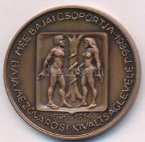 Bartos Endre (1930-2006) 1986. MÉE Bajai Csoport - Baja mezővárosi kiváltságlevelének évfordulója Br emlékérem (42,5 mm) T:1 Adamo BA1