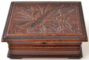 Ékszertartó fa dobozka, 10x7x5 cm