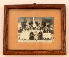 cca 1930 Levente csoportkép, üvegezett fa keretben, 11×15,5 cm