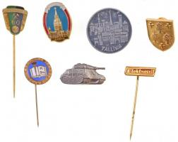 7db-os vegyes külföldi jelvény és kitűző tétel, közte DN Tallin jelvény, DN Kreml zománcozott jelvény T:2 7pcs of various badges and pins, including ND Tallin badge, ND Kremlin enamelled badge C:XF