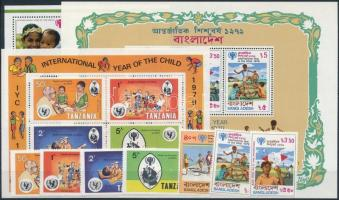 Children's Year 6 sets + 1 stamp + 5 blocks, Gyermek év 6 klf sor + 5 klf blokk + 1 önálló érték 2 db stecklapon