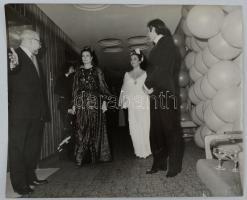 1972 Elisabeth Taylor és Richard Burton Budapesten az Intercontinental szállóban 22x18 cm