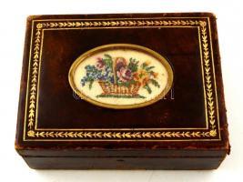 Bőr borítású ékszeres dobozka, kopásnyomokkal, 12x8x5 cm
