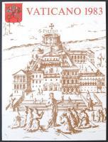 1983 Vatikán 4 nyelvű Bélyegkönyve, benne a teljes évfolyam bélyegek, díjjegyes képeslapok P24-P25 (4 klf), aerogramm LF21, emlékív és lap