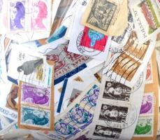 700 g vegyes külföldi áztatni való forgalmi bélyeg zacskóban