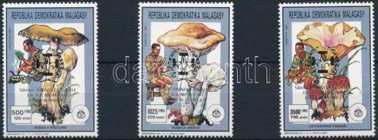 1993 Gomba felülnyomott sor 3 értéke Mi 1537 + 1539 + 1541 A