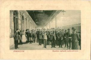 Érsekújvár, Nové Zamky; Muzsikus cigányok a pályaudvaron, vasútállomás, W. L. Bp. 4497. / gypsy music band at the railway station (EK)