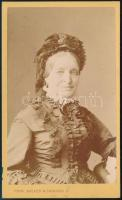 cca 1860 Návay Mihály Csanád vármegye alispánjának felesége - Gspann Josefin - vizitkártya méretű, feliratozott fotója, 6,5x10,5 cm