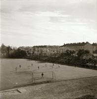 1962 Kecskeméti városképek, utca és épületfotók, 13 db vintage negatív Medgyesi László hagyatékából, 6x6 cm