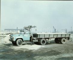 1972 Építőipari Fuvarozó Vállalat ÉPFU tehergépjárművei és erőgépei, 13 db szabadon felhasználható vintage negatív, 6x7 cm