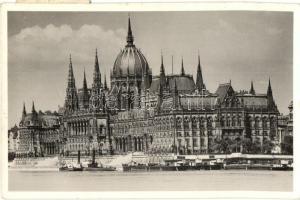 Budapest V. Országház, gőzhajók (EK)