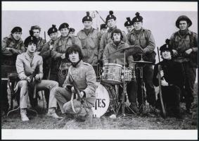 cca 1965 Beatles együttes, Fekete György (1904-1990) budapesti fényképész hagyatékában fellelt 2 db repró negatív mai nagyítása, 18x25 cm