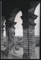 cca 1982 Családi örökség, 4 db szolidan erotikus akt fotó, korabeli vintage negatívokról készült mai nagyítások 25x18 cm-es fotópapírra / 4 erotic photos, 25x18 cm